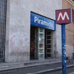 Piramide Metro Station