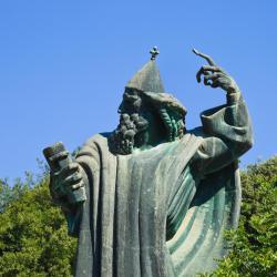 Grgur Ninski-statuen