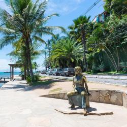 ブリジットバルドー・シーショア彫像