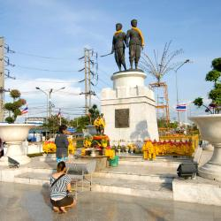 Two Heroines Monument