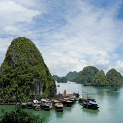Ha Long Bay 425 family hotels