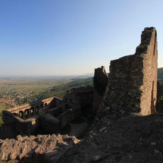 Randonnée découverte des ruines des châteaux