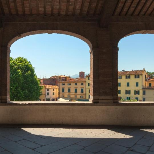 Cycling the medieval walls of Lucca