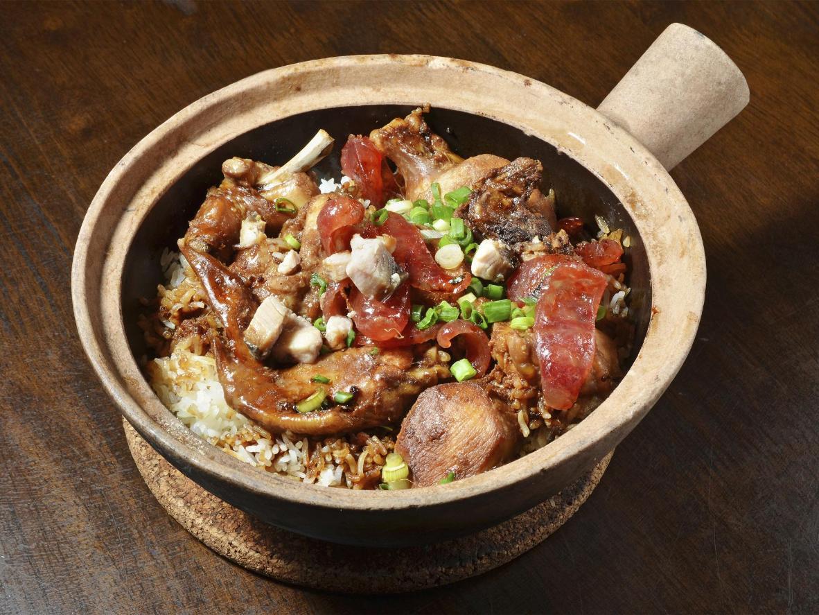 ホカホカの土鍋ご飯を独り占め。