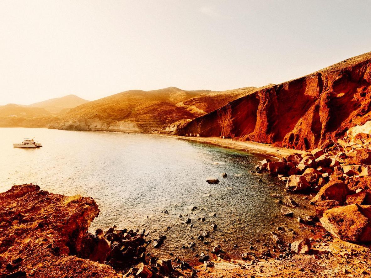 Sen eftermiddag på Santorinis røde strand