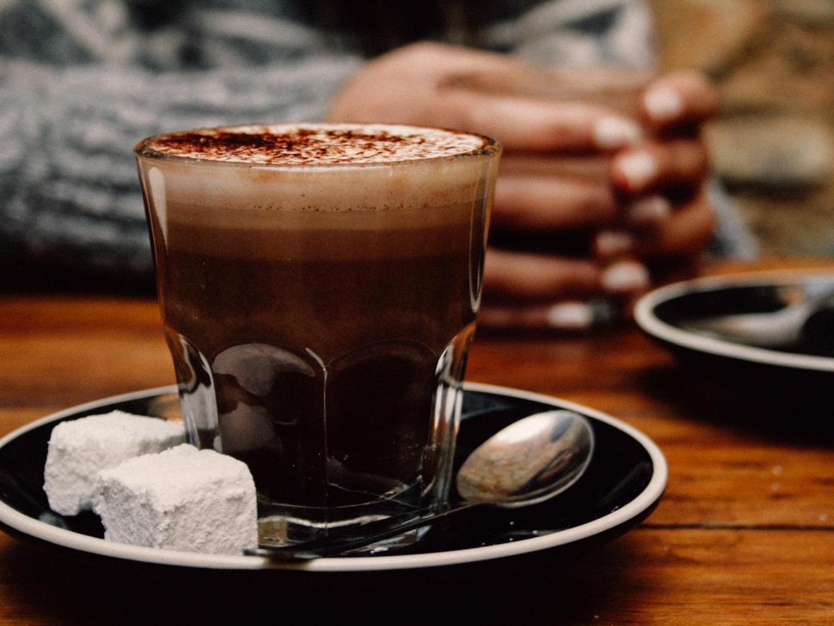 Une bonne tasse de chocolat chaud vous réchauffera pendant l'hiver à Canela