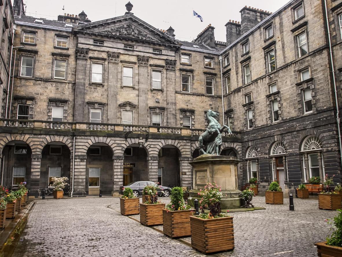 Leta efter JK i Edinburghs stadshus