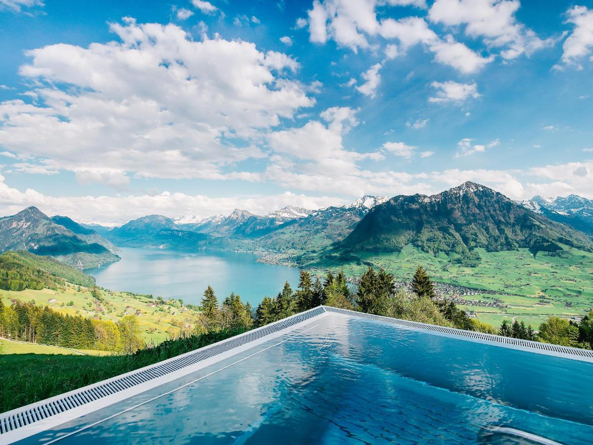 12 breathtaking infinity pools | Booking.com
