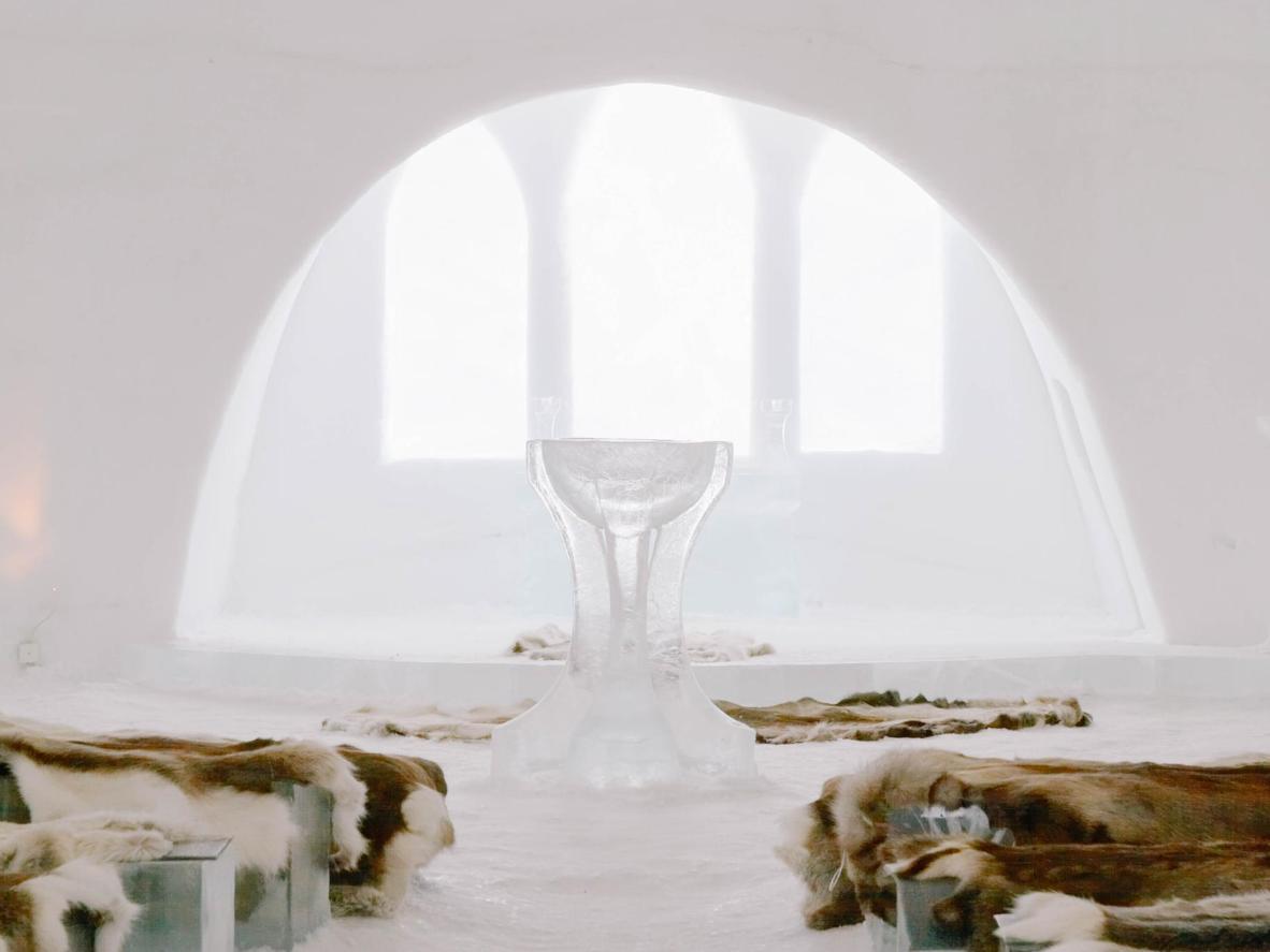 Razmijenite bračne zavjete u Ledenoj crkvi u Jukkasjärviju