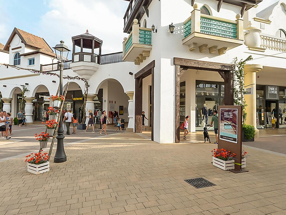 Italy\'s top 5 shopping outlets | Booking.com