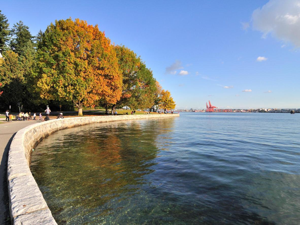 Provozajte se valobranom Stanley Park Seawall (dio rute Seaside Greenway), najdužom kontinuiranom rutom uz more na svijetu