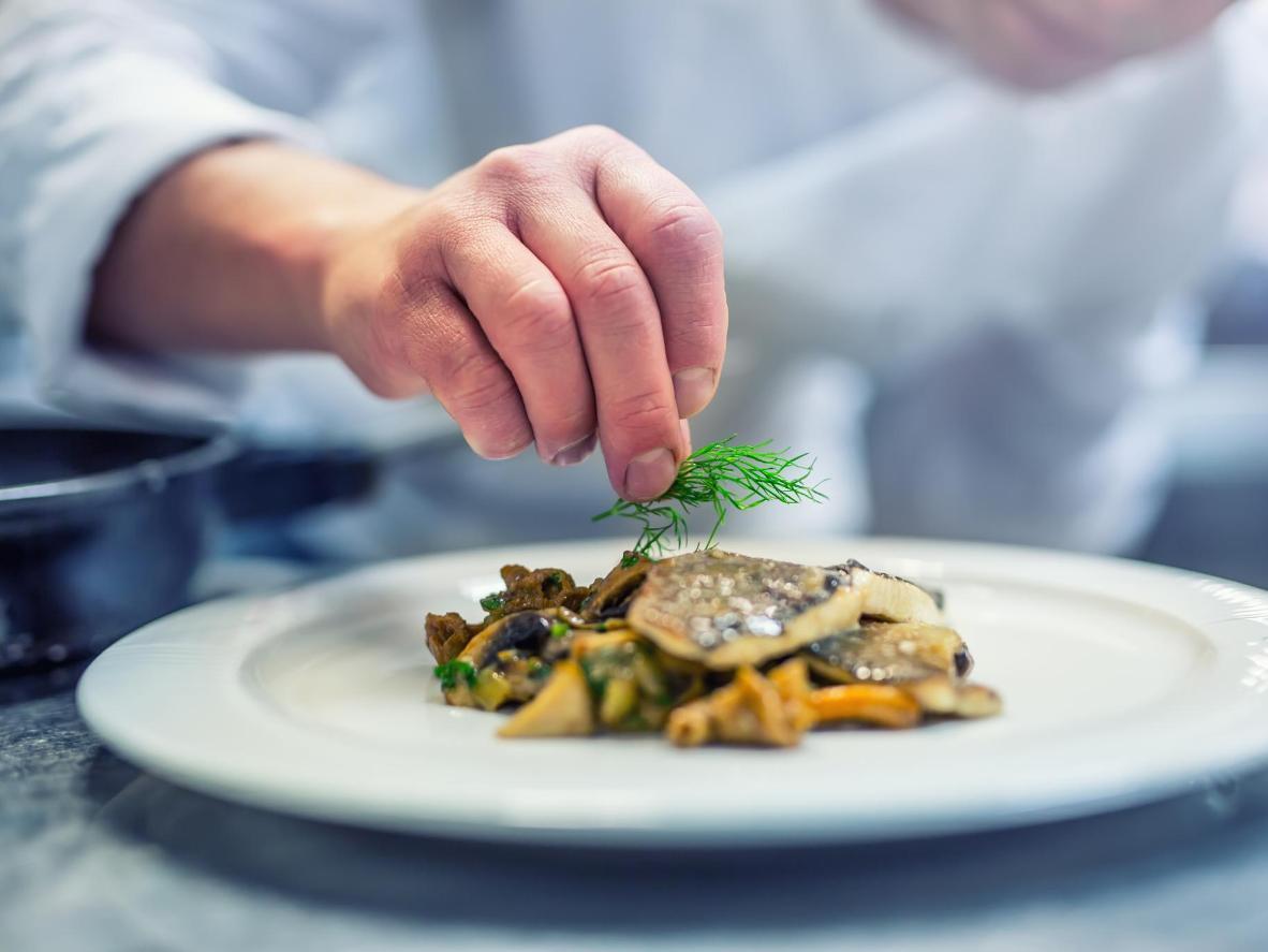 ミシュラン星付きのレストランが提供する季節のメニューに舌鼓