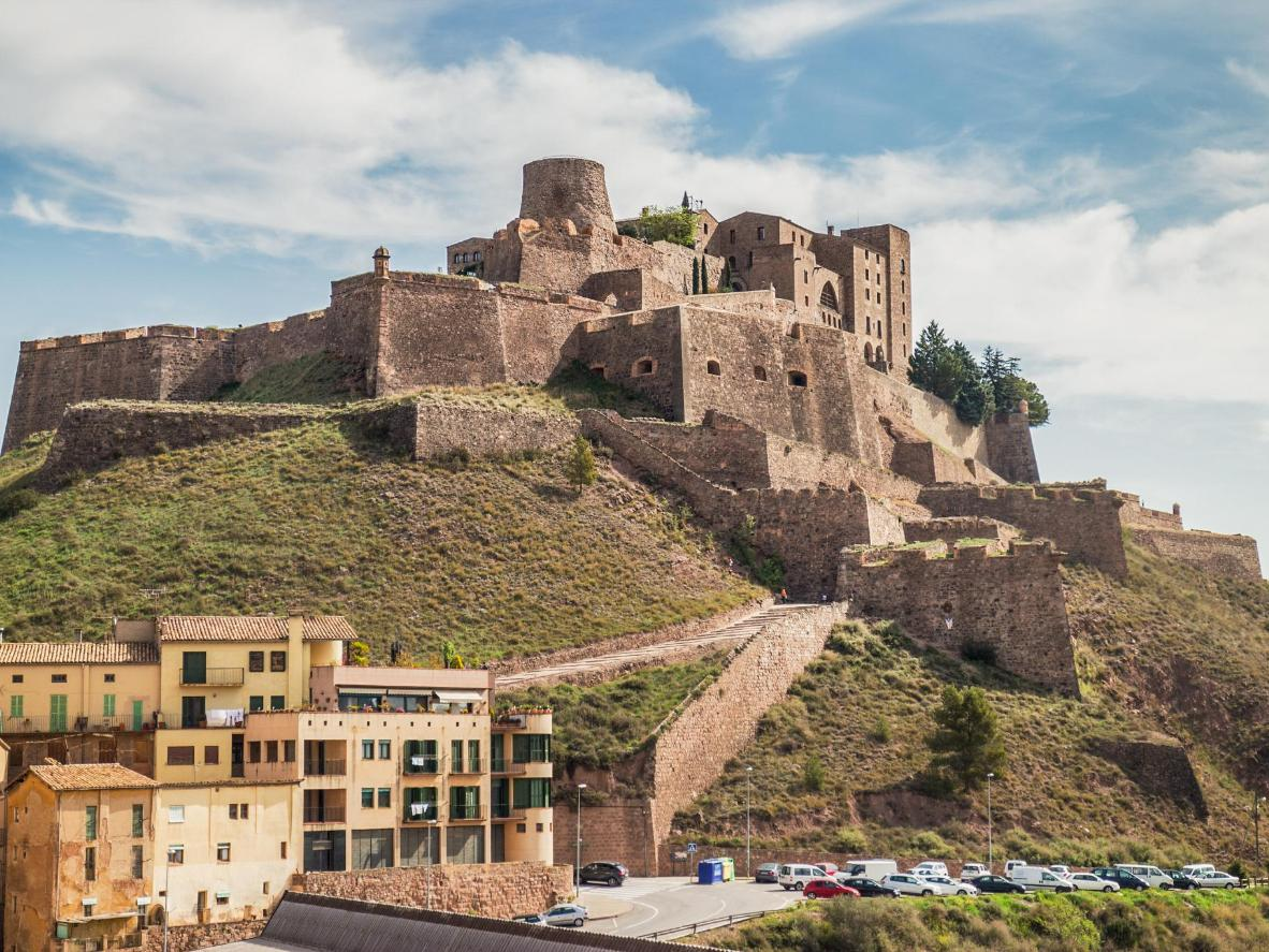 Los 5 castillos más mágicos de España | Booking.com
