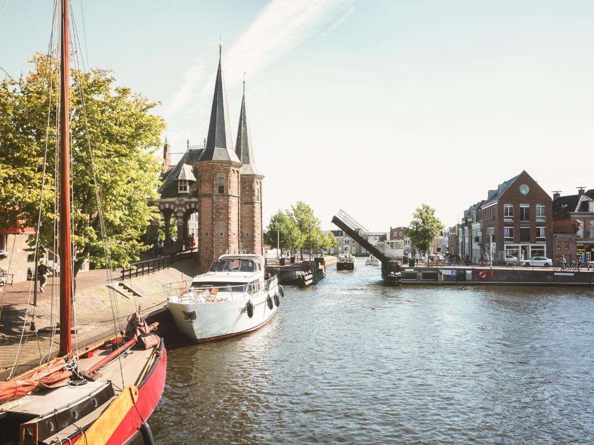 Singgah ke De Sneeker Waterpoort semasa percutian anda