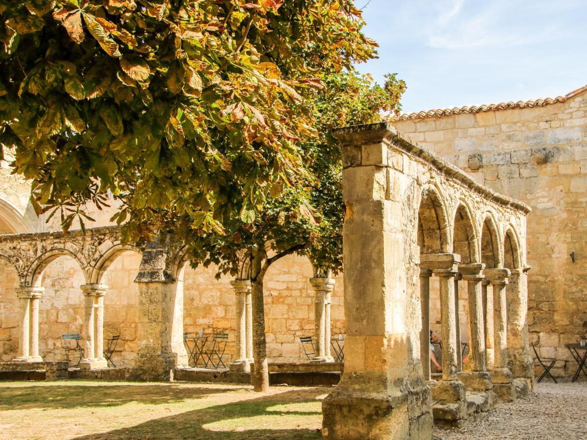 Visitez Les Cordeliers, une église qui associe des caves à un cloître du XIVe siècle