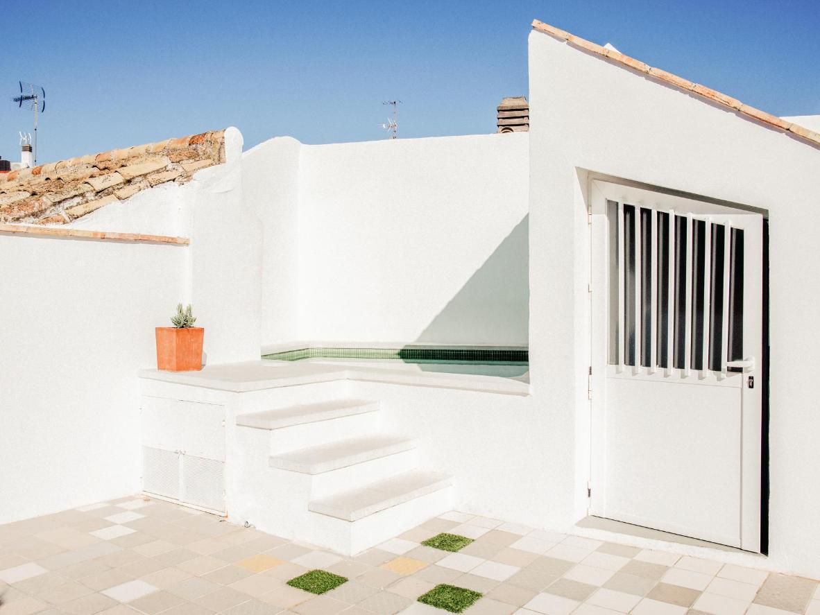 Le toit-terrasse de l'Option Be reflète le style minimaliste de l'établissement