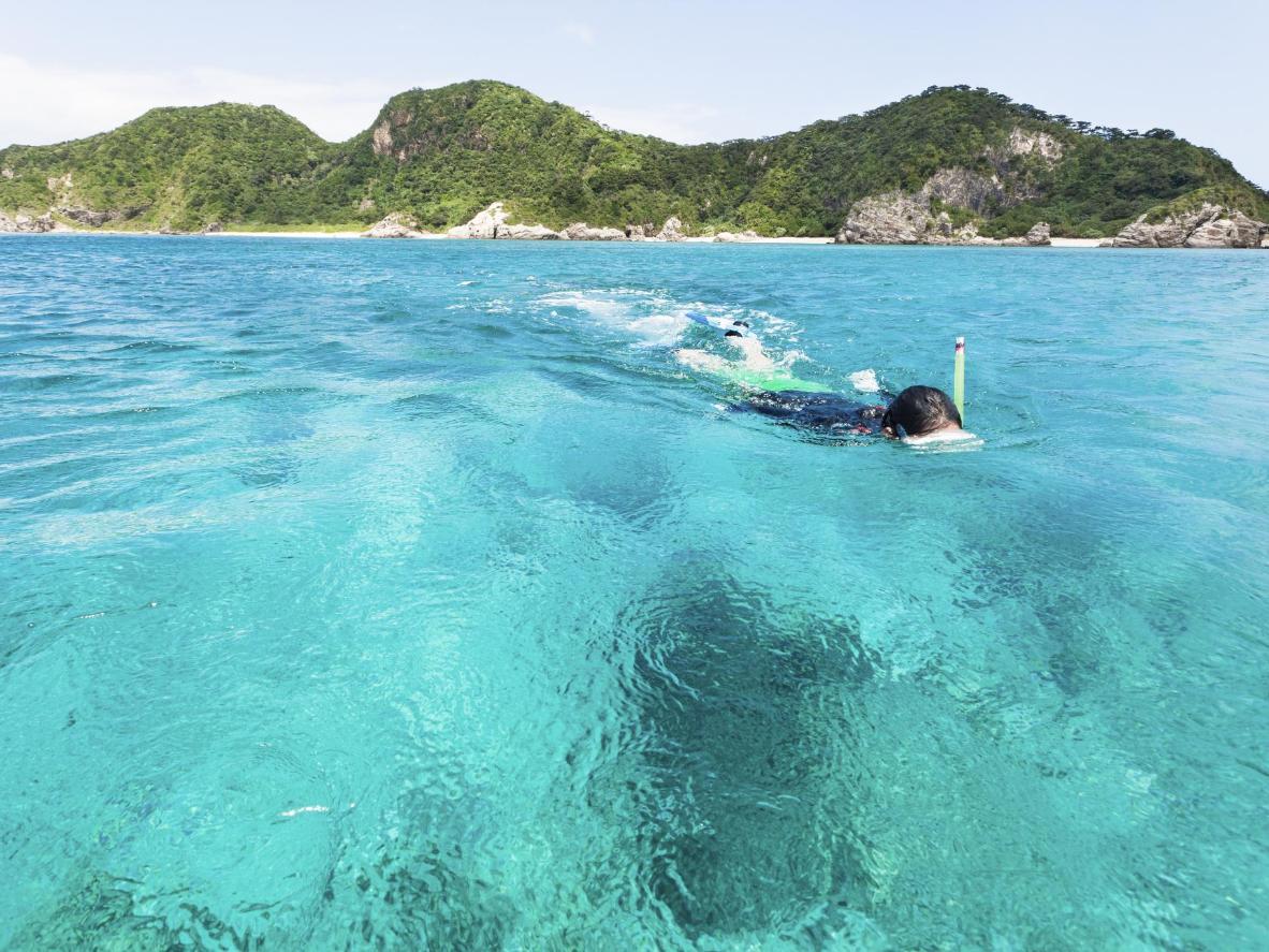 Pantai Furuzamami di Pulau Zamami adalah utopia bagi aktiviti bersnorkel