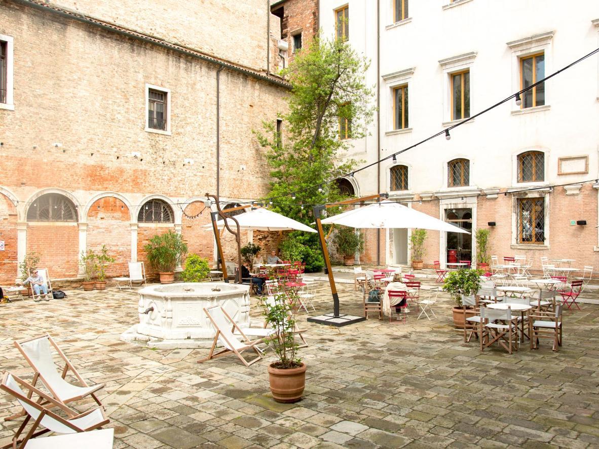 We-Crociferi's courtyard is a suntrap