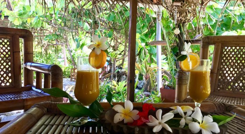Photo du petit-déjeuner sur la terasse de l'hôtel
