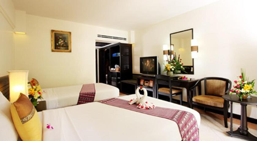 Thara Patong Beach Resort & Spa(塔拉芭东海滩温泉度假酒店)