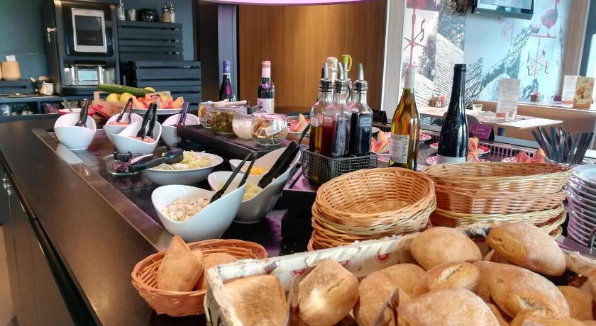 Vue du buffet petit déjeuner de l'hôtel