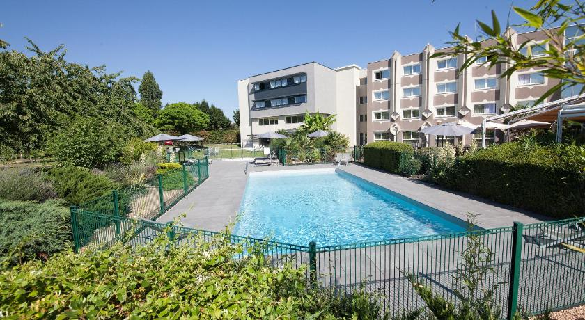 Vue de la piscine de l'hôtel