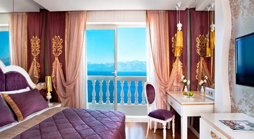 打开窗户就是汪洋大海,美爆了   xingli,  英国   酒店位于海边的山上