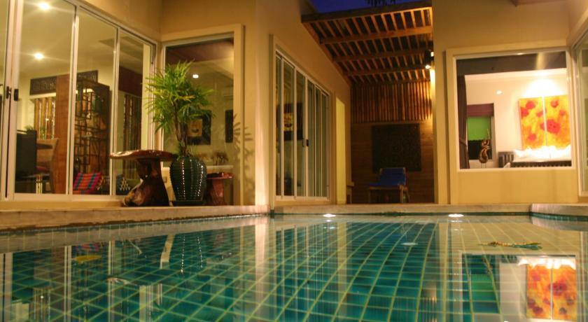 Karon Beach Walk Villa(卡隆海滩漫步别墅酒店)