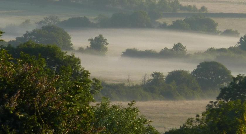 风景山水小屋雾气