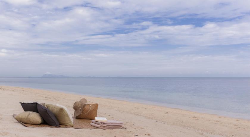 海边沙滩泳池手机壁纸