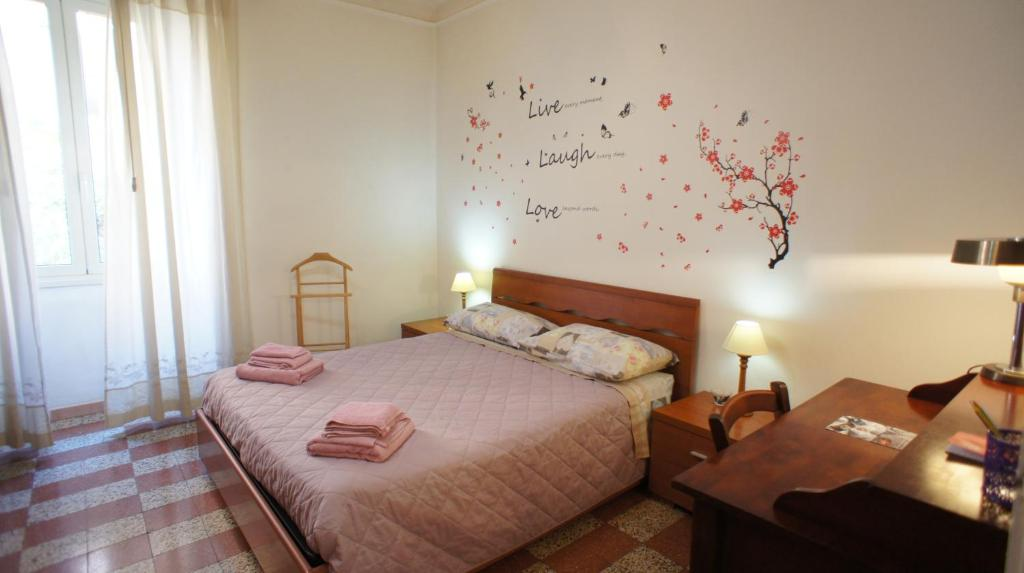 A bed or beds in a room at Angoletto di Trastevere
