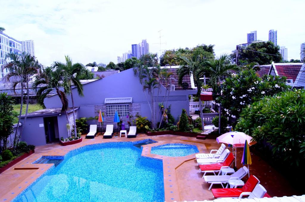 A view of the pool at Southern Star Resort or nearby