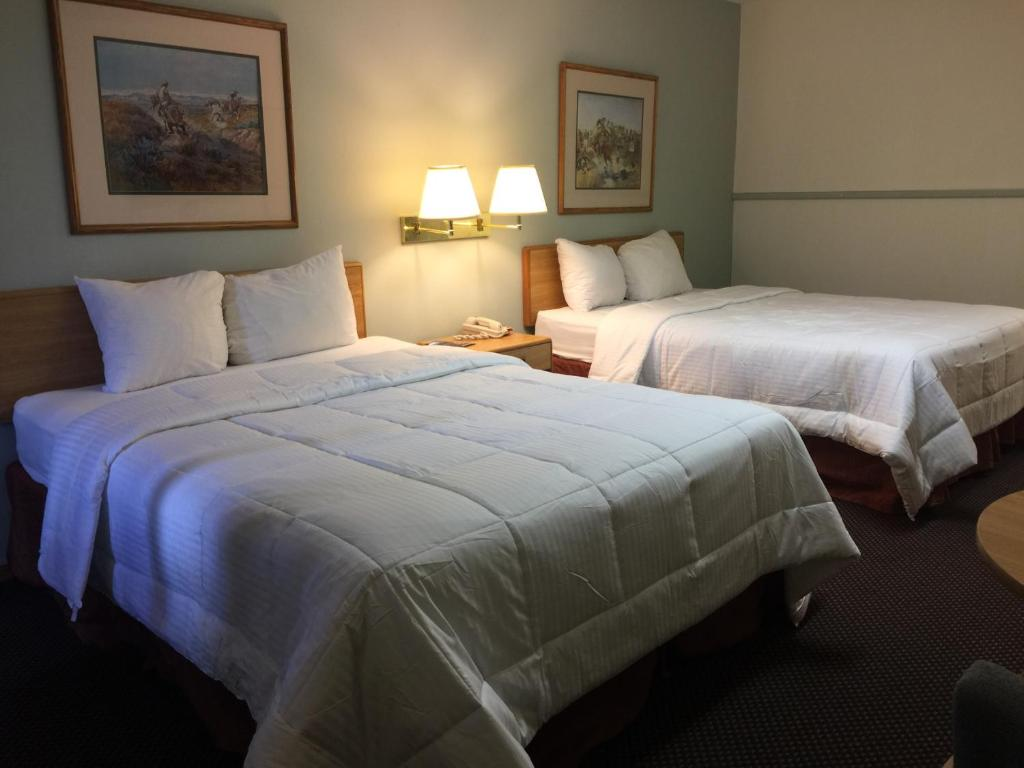 Letto o letti in una camera di Dakota Cowboy Inn