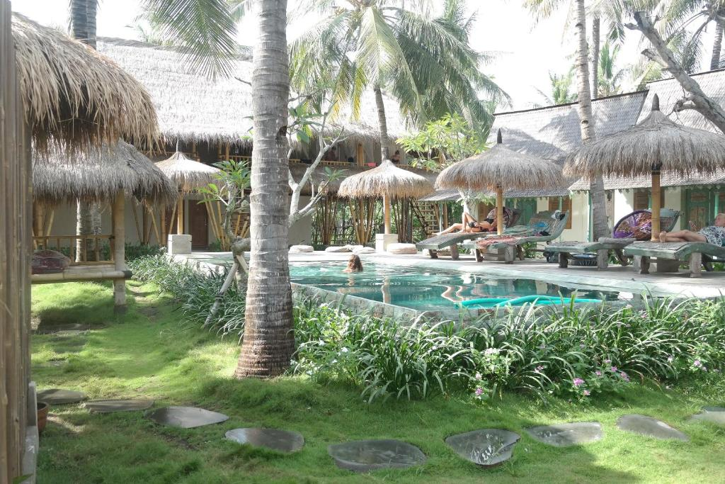 The swimming pool at or close to Captain Coconuts Gili Air