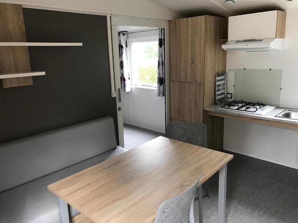 Een keuken of kitchenette bij Les Residences La Becque