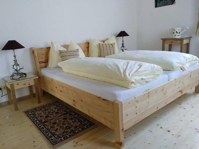 A bed or beds in a room at Gartler's Appartements