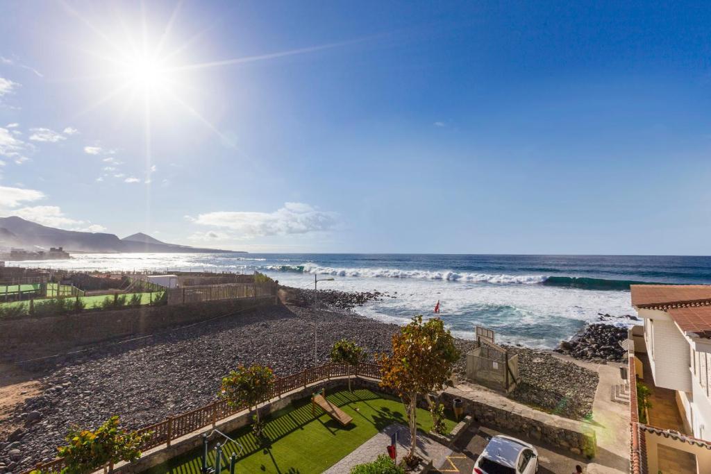 Ático con terraza y vistas al mar en San Andrés, Moya ...