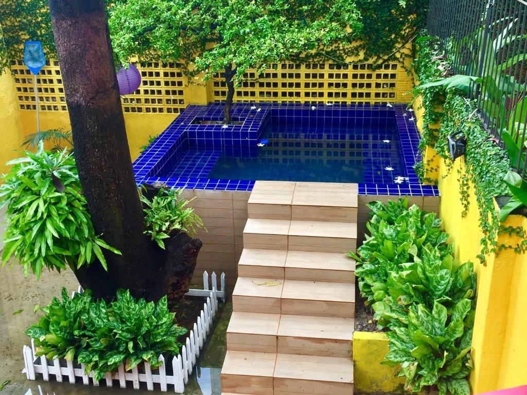 A piscina localizada em Cosmopolitan Hostel ou nos arredores