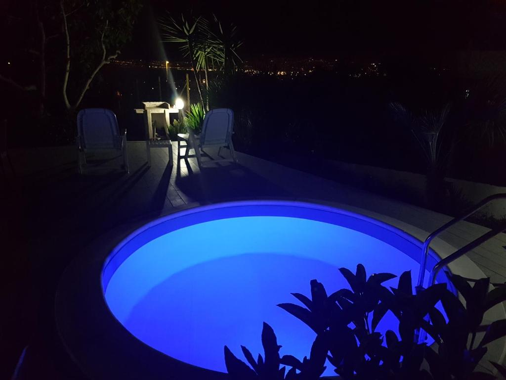 A view of the pool at La Mariposa de La Reina or nearby