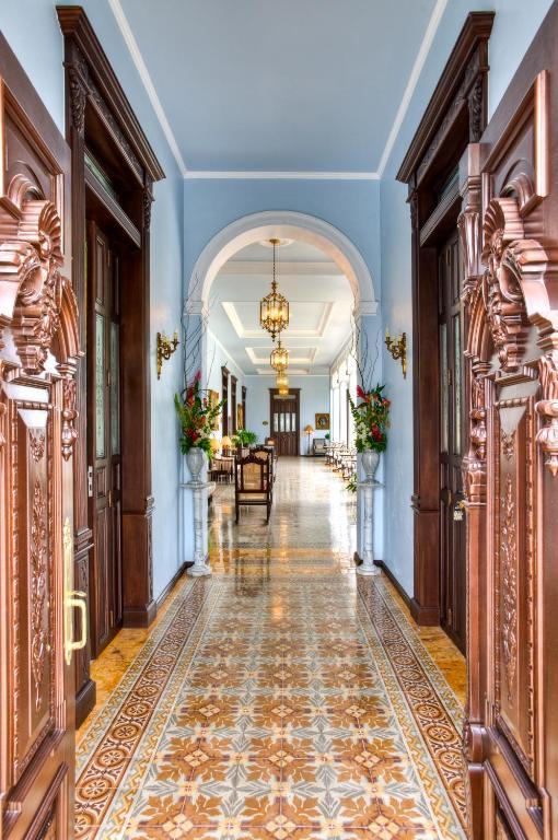 pasillo del hotel casa azul