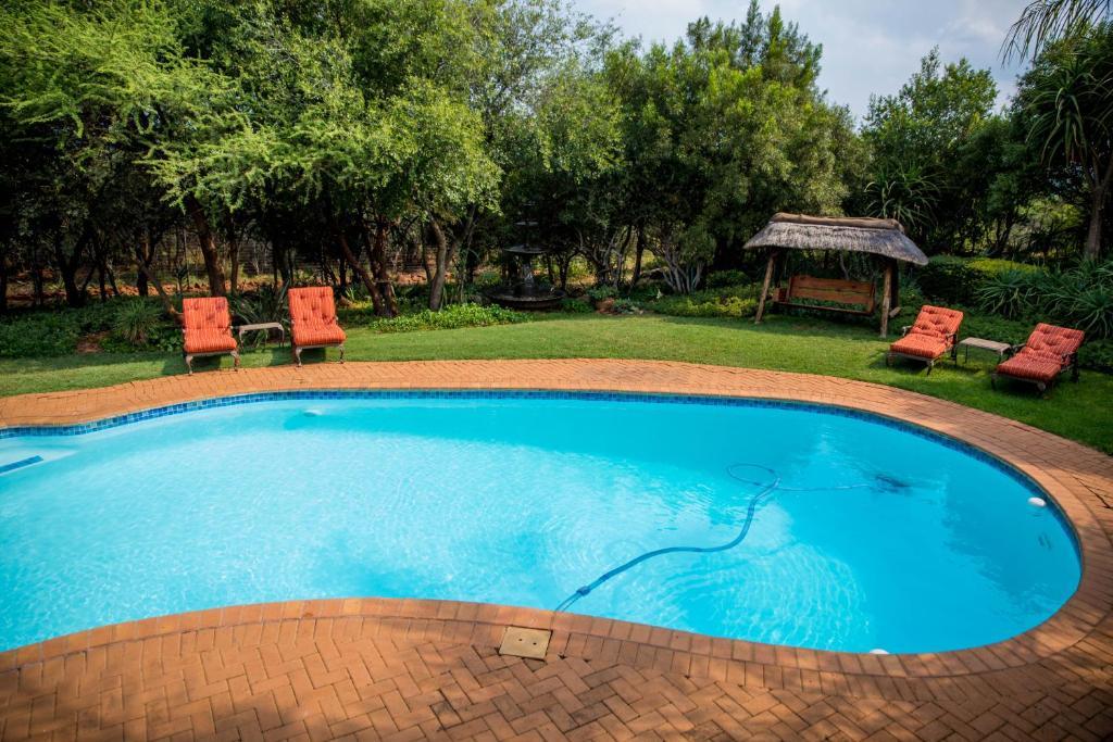 Swimmingpoolen hos eller tæt på Boubou Bed and Breakfast