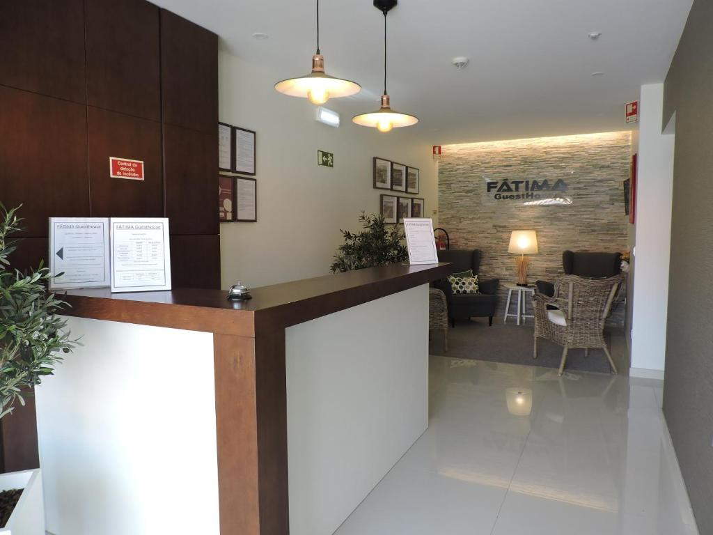 The lobby or reception area at Fátima GuestHouse