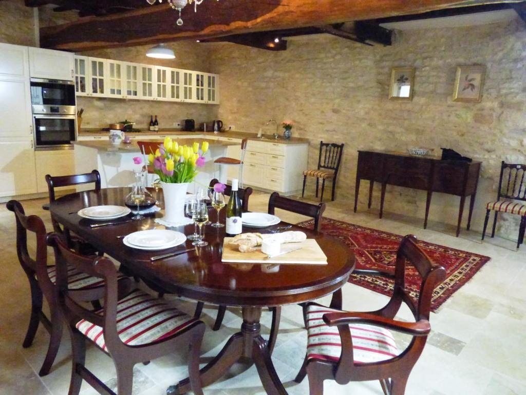 A restaurant or other place to eat at Chez Montrachet