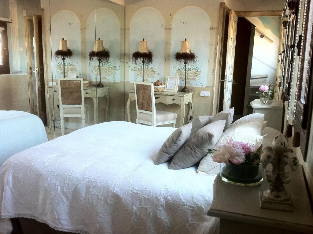 A bed or beds in a room at Boutique Hotel Davallada- Adults Only