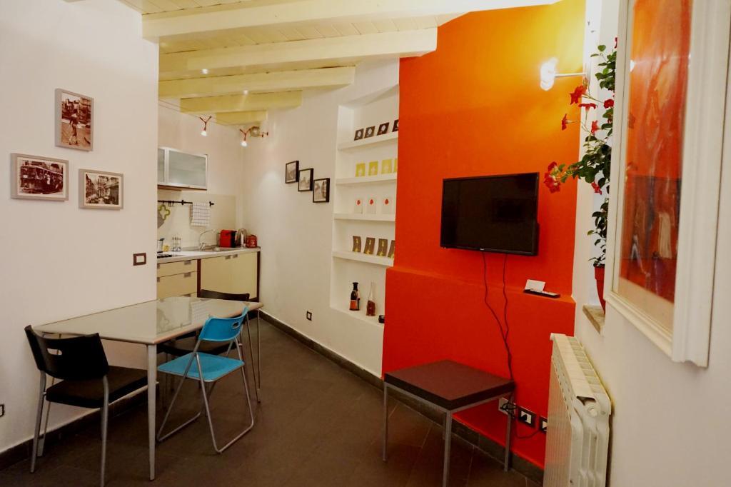 TV o dispositivi per l'intrattenimento presso Studio Apartment Vicolo Lavandai