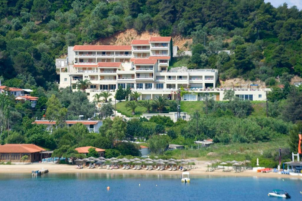 A bird's-eye view of Kanapitsa Mare Hotel