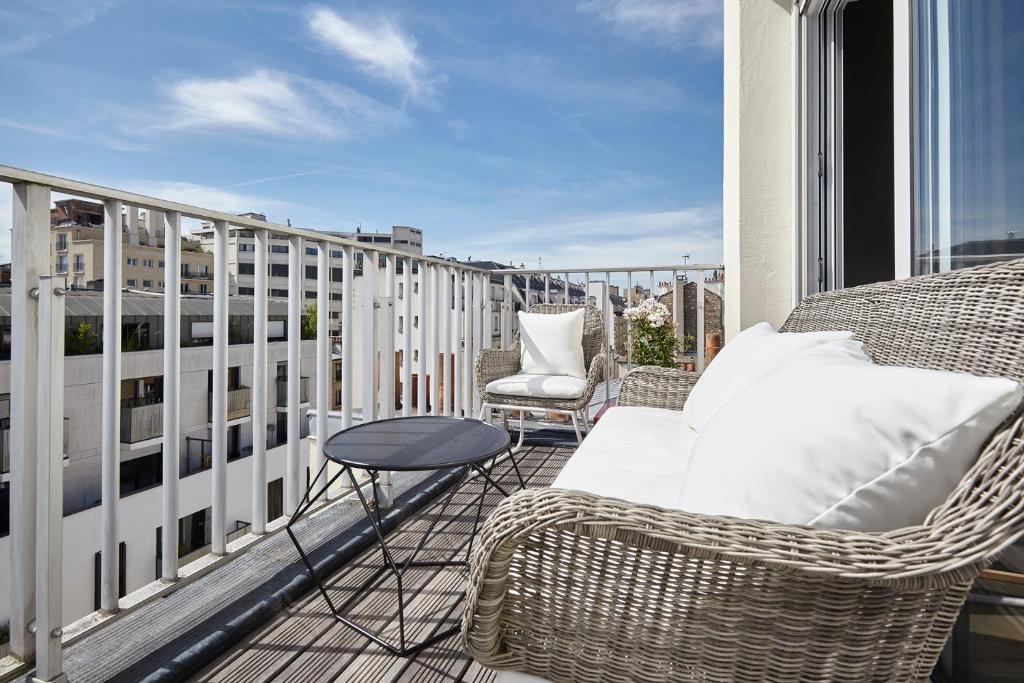 Appartement Lumineux Avec Terrasse Paris France Booking Com