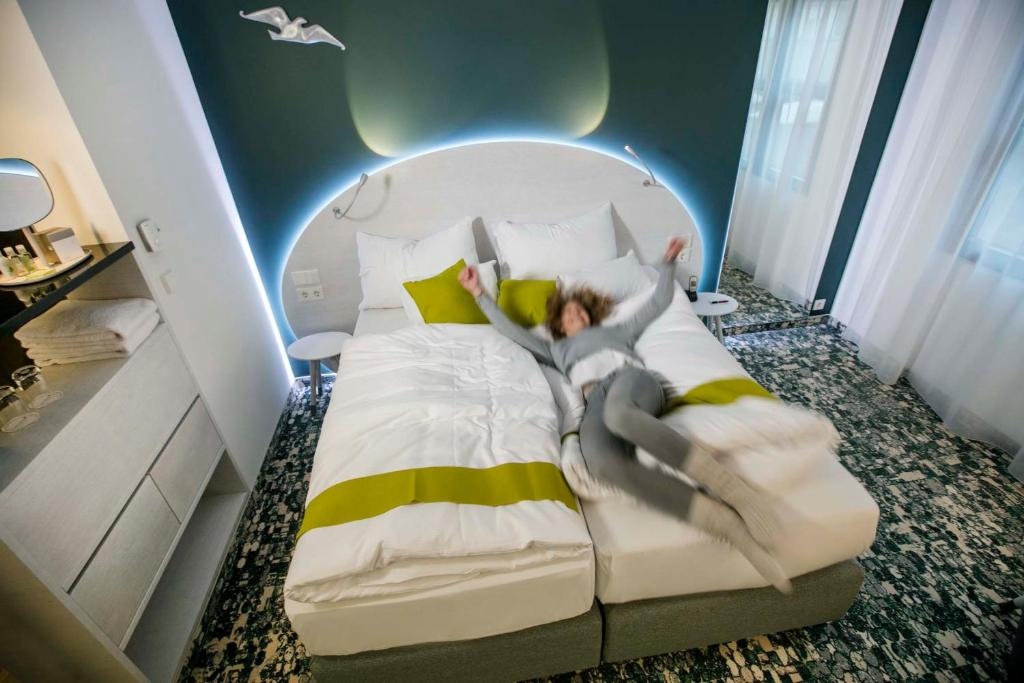 A bed or beds in a room at ARCOTEL Donauzentrum