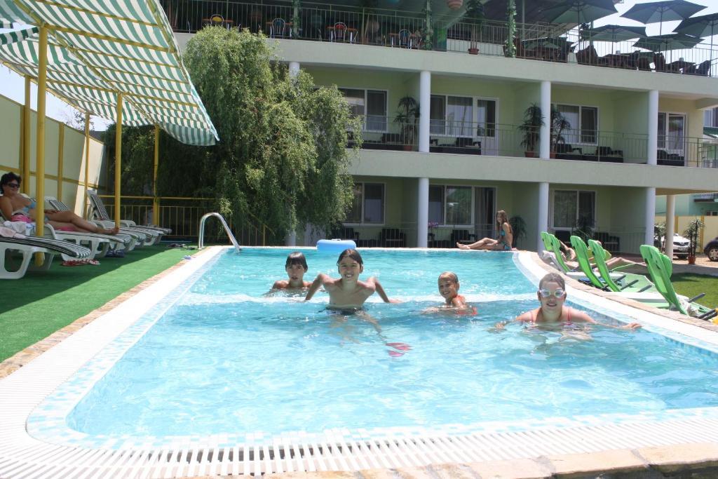 Бассейн в Green hotel-club или поблизости