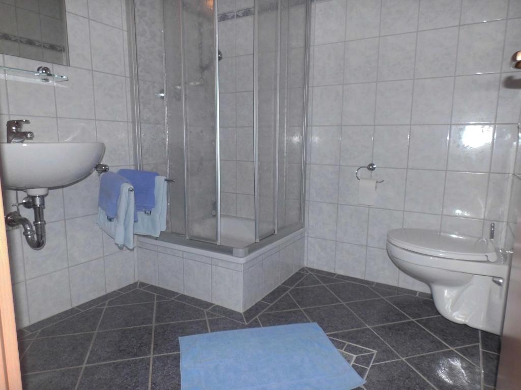 Ein Badezimmer in der Unterkunft Gasthaus am Waldbad